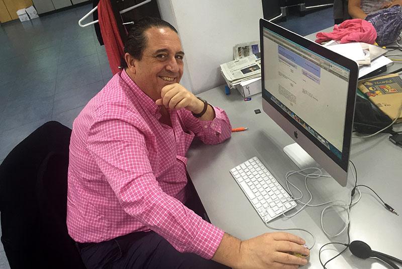 El Dr. Soler antes de comenzar el chat digital.
